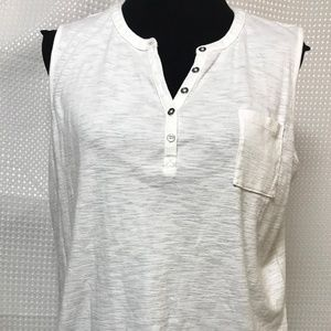 Liz Claiborne White Sleeveless Tee Shirt